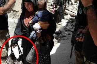 Femeie kamikaze fotografiata cu bebelusul in brate chiar inainte de a detona bomba care i-a ucis pe amandoi, la Mosul