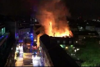 Incendiu de proportii, intr-una din cele mai vizitate zone turistice din Londra. Pompierii au luptat toata noaptea cu focul
