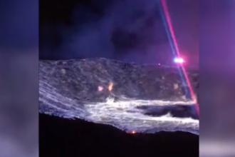 Imagini spectaculoase la un incendiu din SUA. Cascade de flacari dupa ce o movila de sulf a luat foc