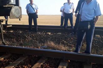 Incident uluitor. O garnitura a ramas pe camp, dupa ce legatura dintre locomotiva si vagoane a cedat. Reactia CFR Calatori