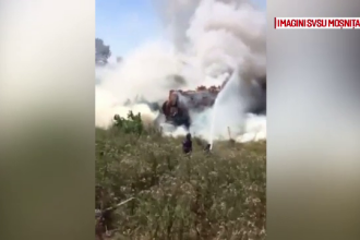 Accident grav langa Timisoara. O vidanja a luat foc dupa un dublu impact si doua persoane au ajuns la spital