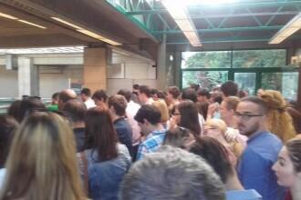 Aglomeratie la statia de metrou Pipera dupa introducerea noului sistem de acces. Angajatii Metrorex, mobilizati. FOTO