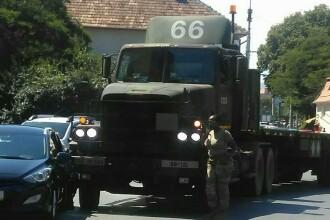 Un camion al fortelor NATO, care transporta militari, s-a ciocnit cu un autoturism in Sibiu. FOTO