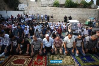 Israelienilor mai tineri de 50 de ani le este interzis sa se roage pe Esplanada Moscheilor. Ce se intampla cu femeile
