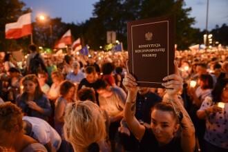 Senatul polonez a adoptat legea privind reforma sistemului judiciar. Opozitia: E o lovitura de stat