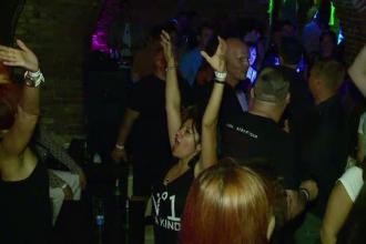 Fanii Depeche Mode au organizat o petrecere inaintea concertului de pe Cluj Arena. Duminica, sunt asteptati 40.000 de oameni