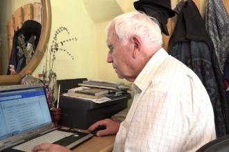 La 81 de ani, un bunic a absolvit o scoala postliceala de analist programator: