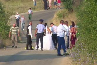 O fata de 18 ani si doi baieti care se intorceau de la o nunta au murit intr-un accident. Mirii au venit la locul tragediei