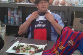 Ingrozitor! Un primar din Franta a mancat un sobolan, dupa ce a pierdut un pariu pe un meci de fotbal! VIDEO
