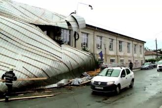 Experiment Stirile ProTV: Cat de usor poate distruge o furtuna un acoperis.