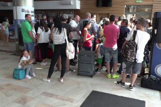 Scandal pe Aeroportul Suceava, dupa anularea cursei pentru Bologna.