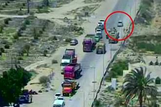 Momentul in care soldatii egipteni se urca cu un tanc pe masina teroristilor, in care se aflau 90 de kg de explozibili. VIDEO
