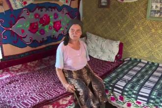 O batrana de 81 de ani acuza un tanar ca a intrat peste ea in casa. Vecinele sustin insa ca ii plac vizitele barbatului