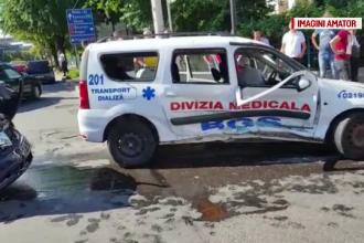 Noua persoane, printre care doi copii, transportate la spital. O masina si o ambulanta, implicate intr-un accident