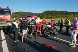 Doi barbati si o fata de 14 ani au fost raniti intr-un accident pe autostrada Sibiu – Orastie. Traficul este restrictionat