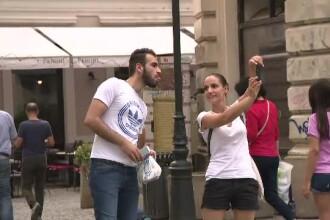 Romanii, pe primul loc in UE la facut fotografii in vacanta. Tanara: