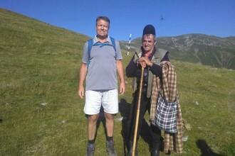 Klaus si Carmen Iohannis, in drumetie prin Parang. Presedintele s-a pozat pe munte impreuna cu un cioban