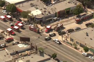 9 persoane care se aflau pe o terasa din Los Angeles au fost spulberate de o masina. Reactia soferului dupa accident