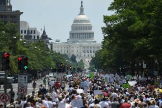 """Zeci de mii de americani au protestat împotriva politicii """"zero toleranță"""" pentru imigranți. FOTO"""