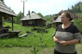 Case de sute de ani, mutate pentru ca turiștii să ajungă mai ușor la ele