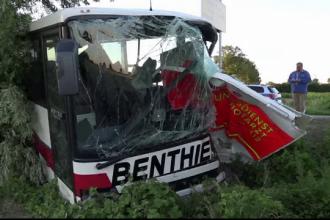 Un autocar care transporta elevi, implicat într-un accident. 52 de persoane, rănite