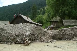 Case înghiţite de nămol şi pietriş. Imagini cutremurătoare cauzate de inundații în Moldova