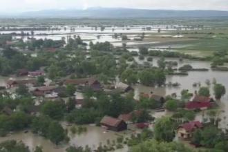 Loviți crunt de inundații. Imagini din aer cu zonele afectate din Covasna și Brașov