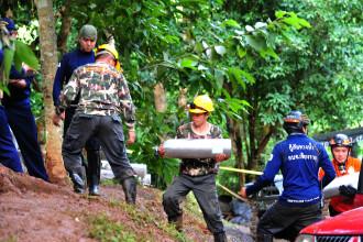 Un salvator a murit după ce i-a aprovizionat pe copiii blocaţi într-o peşteră din Thailanda