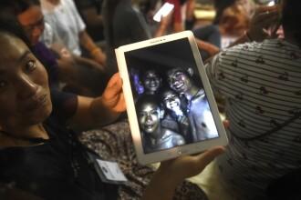 Adolescenții blocați în peștera din Thailanda au vorbit pentru prima dată cu familiile