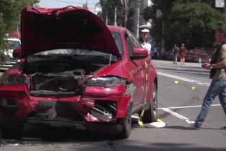Doi răniți, în urma unui accident provocat de o șoferiță