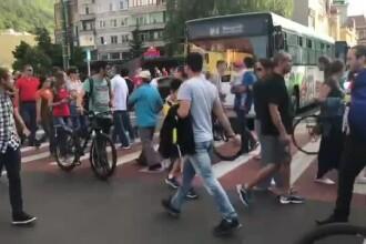 Prima zi de proteste după adoptarea Codului penal. În Brașov, oamenii au traversat fără oprire, blocând traficul