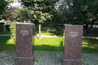 Statui date jos, la Târgu Jiu, pentru că una dintre ele avea sânii prea mari. Reacția artistului