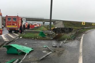 Autobuz plin cu pasageri răsturnat la Sibiu. 32 de oameni duși la spital. VIDEO