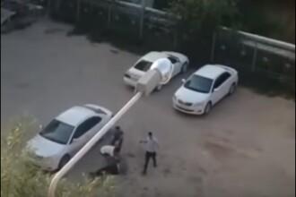 Șofer de taxi, lovit cu cărămizile în cap de 4 pasageri. VIDEO