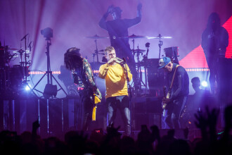 Rapper din formația Gorillaz, la spital, după ce a căzut de pe scenă în timpul unui concert