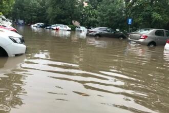Străzi inundate în Capitală după furtuna de marți dimineață. Intervenție a pompierilor