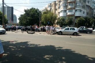 Accident provocat de un șofer urmărit de Poliție în Capitală. A lovit alte 5 mașini