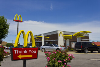 McDonald's a retras salate din 3.000 de restaurante, din cauza unui parazit periculos