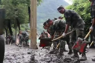 Precipitații record în zonele montane din China. Străzile, înecate în noroi