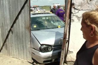 Tânărul care şi-a călcat verişoara cu maşina, salvat cu mascaţii de rudele ce voiau să-l linşeze
