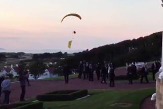 Un parașutist a încercat să aterizeze pe proprietatea lui Trump, în Scoția. Ce mesaj a vrut să-i transmită
