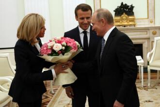 Emmanuel și Brigitte Macron, primiți de Putin la Kremlin, înainte de finala Cupei Mondiale
