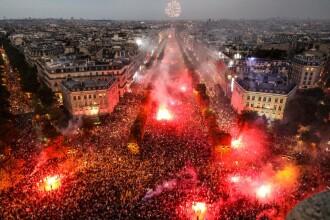 Sute de mii de francezi, în stradă după victoria la CM. Lupte cu poliţia în Paris şi Lyon