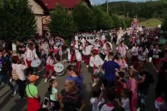 Festival căutat de turişti din întreaga lume, într-un sat din Braşov. Ce vedete vin