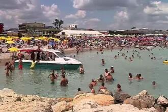 Zeci de mii de tineri petrec în cea mai ieftină stațiune de pe litoral. Prețurile la mâncare