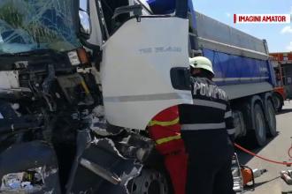 Accident cu două TIR-uri, în Olt. Unul dintre șoferi a rămas încarcerat