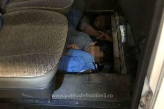 Trei bărbaţi, găsiţi la Vama Nădlac sub podeaua unui microbuz. Din ce ţară veneau