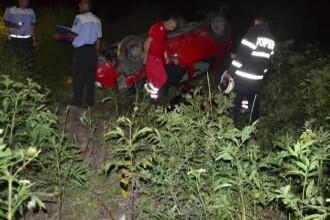 La 16 ani a condus băut prin Craiova şi s-a răsturnat cu maşina. Prietena lui a murit
