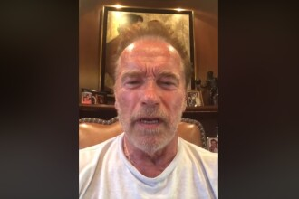 Momentul în care Arnold Schwarzenegger este atacat de un bărbat. VIDEO