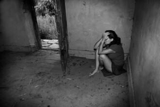 datând o femeie violată)